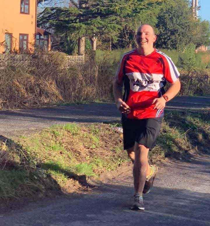 pai emagreceu brincar filhos correndo maratona