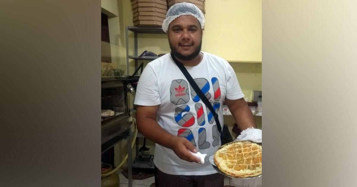 Ex-motoboy, morador da Favela de Acari (RJ) realiza sonho e inaugura a própria pizzaria 5