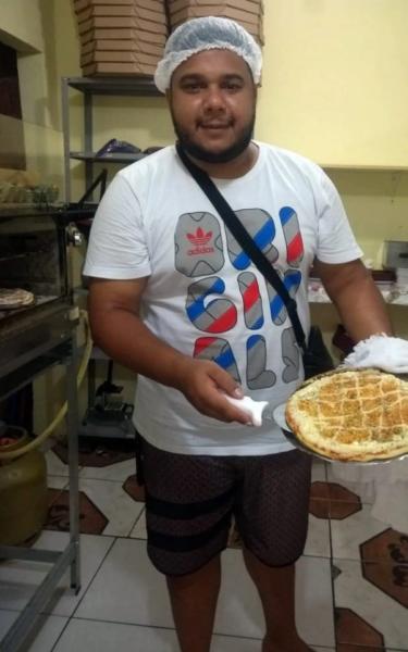 Motoboy realiza sonho de ter pizzaria