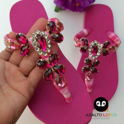 Sandálias com bordados de pérolas