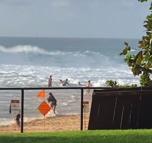 surfista salva menina se afogando 2