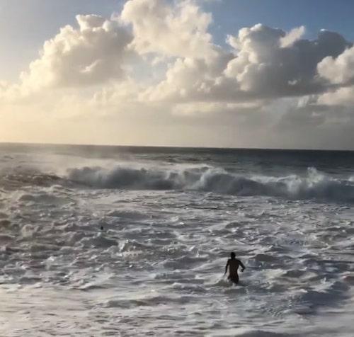 surfista salva menina se afogando 4