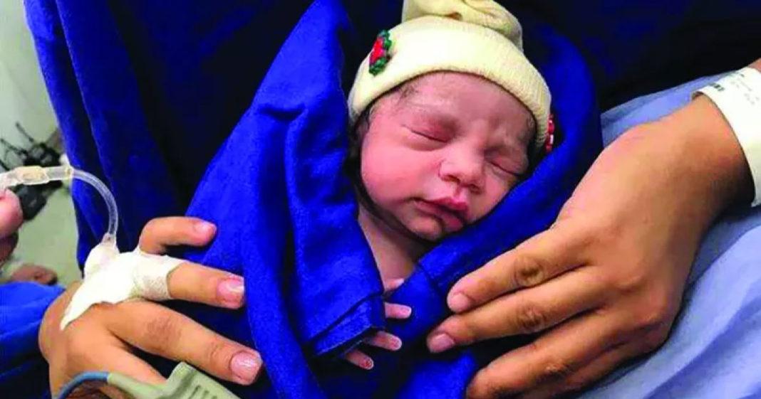 Na França, mulher dá à luz depois de receber útero doado pela própria mãe 1