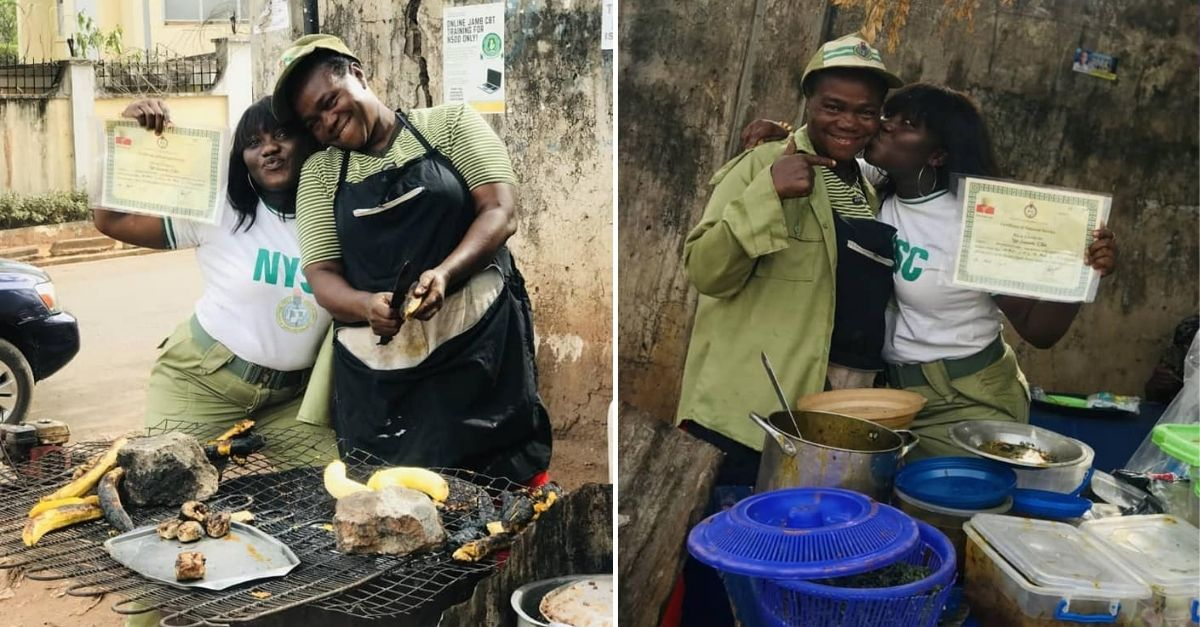 Duas mulheres com diploma em frente à barraca de venda de refeições