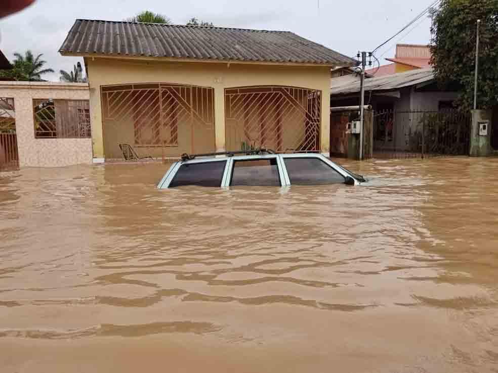 carro submerso enchente rio acre