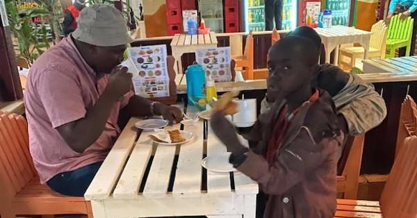 home paga escola criancas quenia 2