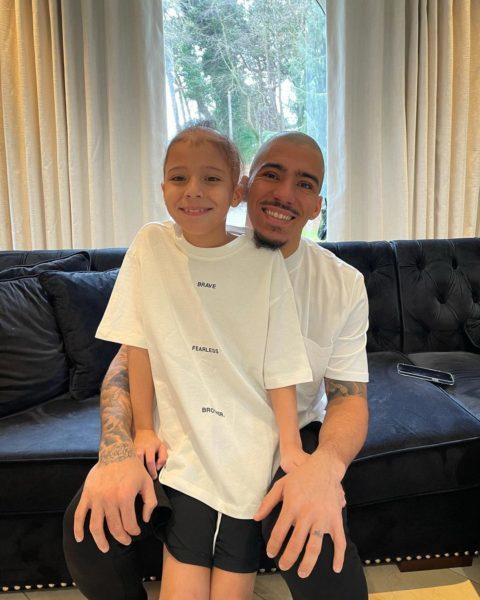 jogador Allan e o filho Miguel