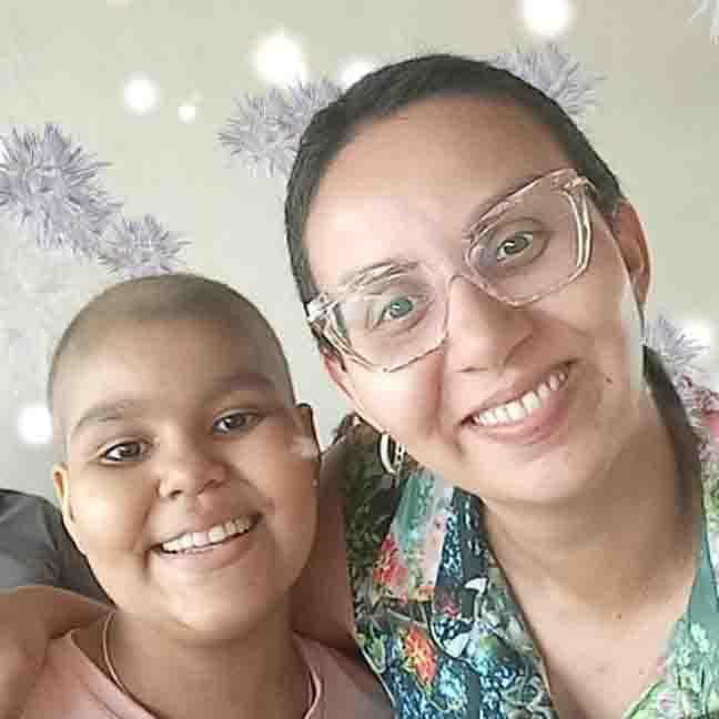 selfie mãe com a filha diagnosticada com leucemia