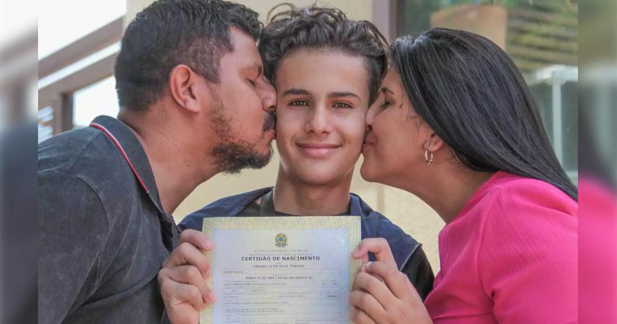 Após 10 anos, menino realiza sonho de 'ter um segundo pai' 1