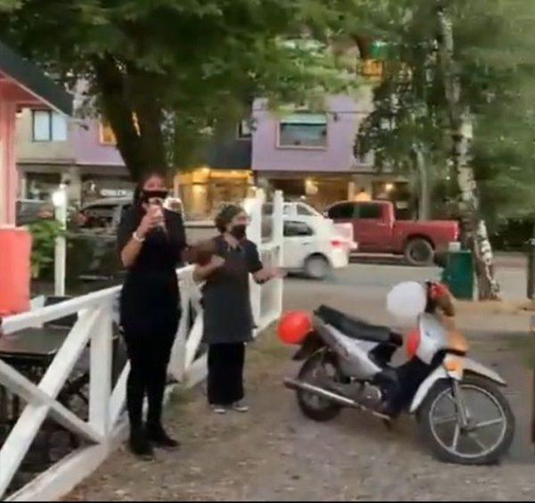Waltar ganha moto de amigos
