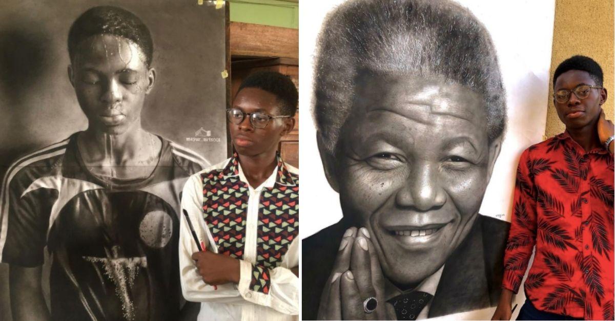 Jovem pintor nigeriano de braços cruzados em frente ao seu autorretrato e à frente de quadro de Nelson Mandela
