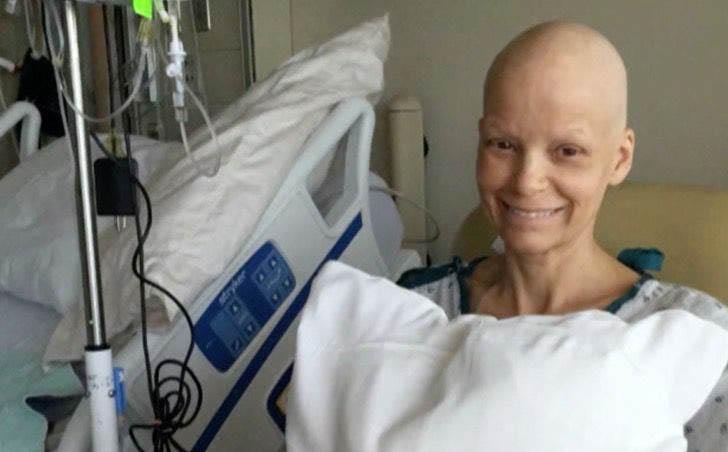professora câncer leito hospital sorrindo