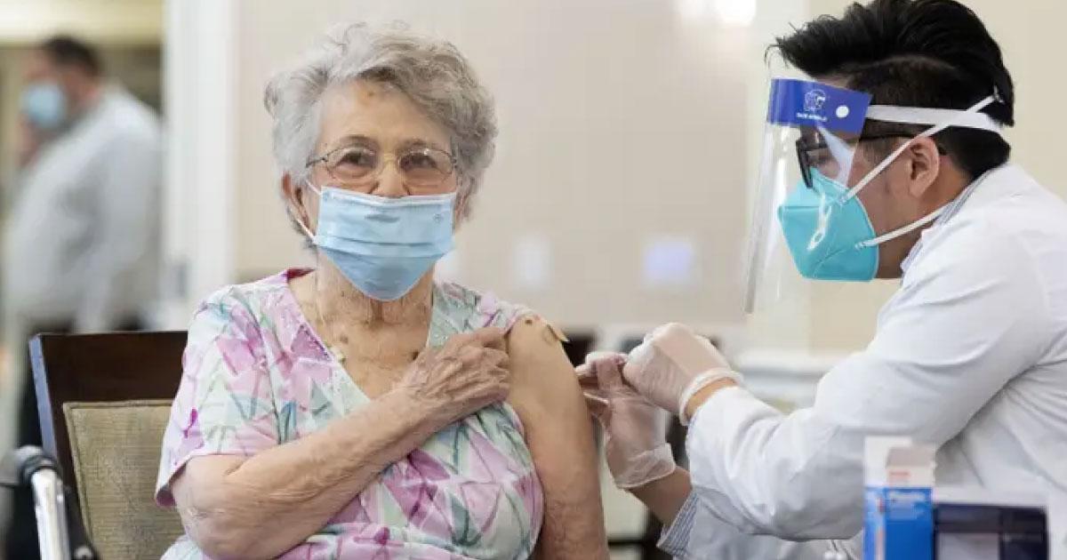 Vacinas reduzem número de casos de COVID-19 em lares de idosos dos EUA 3