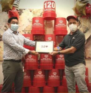 Marcos Perez recebeu um título por doar 120 galões de sangue