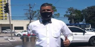 Frank Lopes trabalha nas ruas de Belém vendendo água