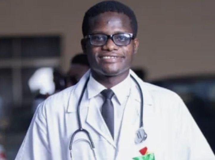 Adom-Ba Lucky se tornou médico após vender iogurte