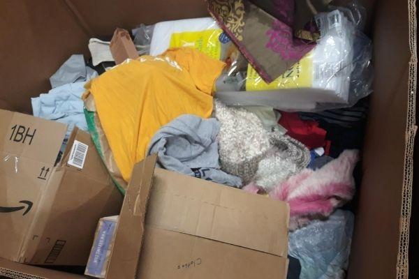 Doações de roupas onde garota encontrou US$ 42 mil em casaco