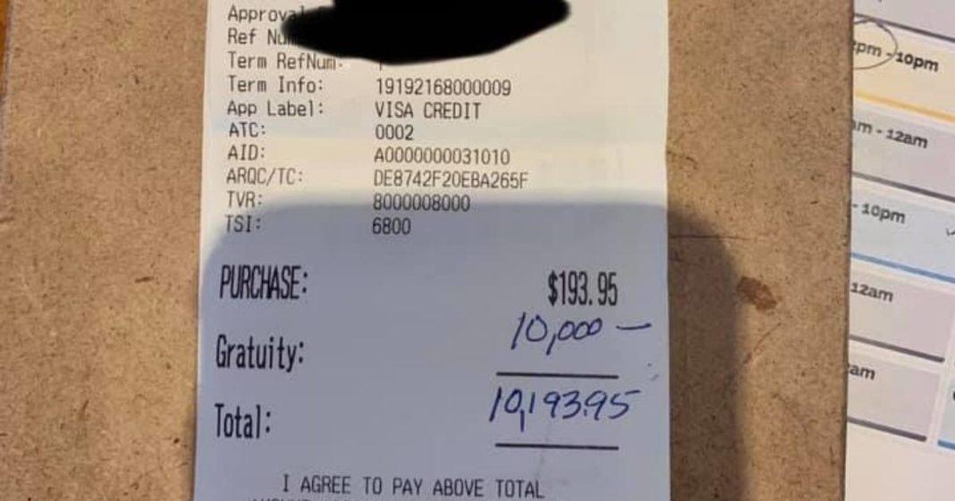 Mulher misteriosa deixa gorjeta de US$ 10 mil para funcionários em restaurante nos EUA