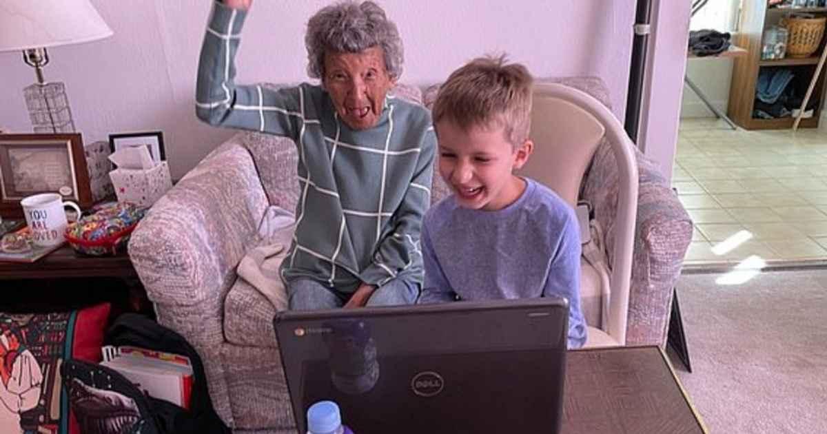 Aos 102 anos, senhora conquista web após dançar com seu bisneto em aula virtua