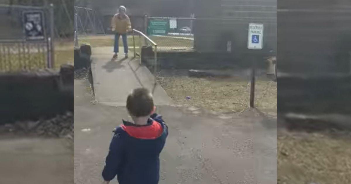 neto encontra avó