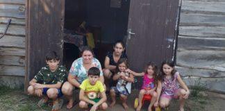 Mãe constrói escola em galpão para que filhos não deixem de estudar
