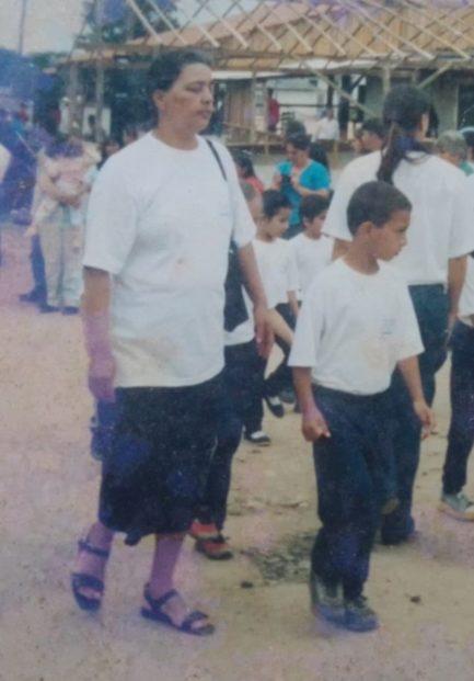 Foto antiga de duas crianças