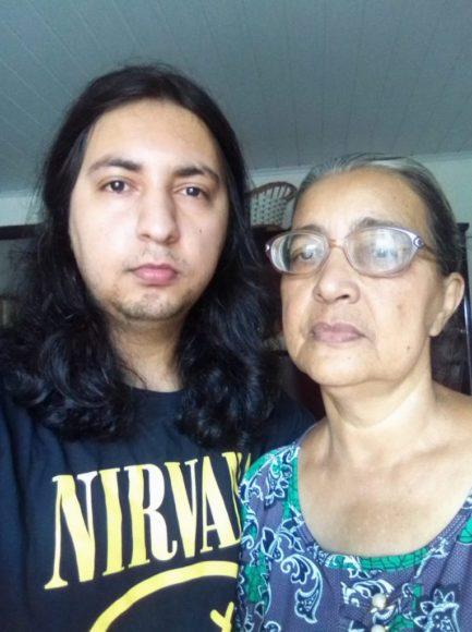 Homem com a mãe