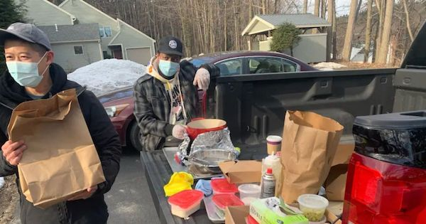 Dono de restaurante asiático, Steve Chu dirige 6 horas para entregar prato favorito de cliente terminal