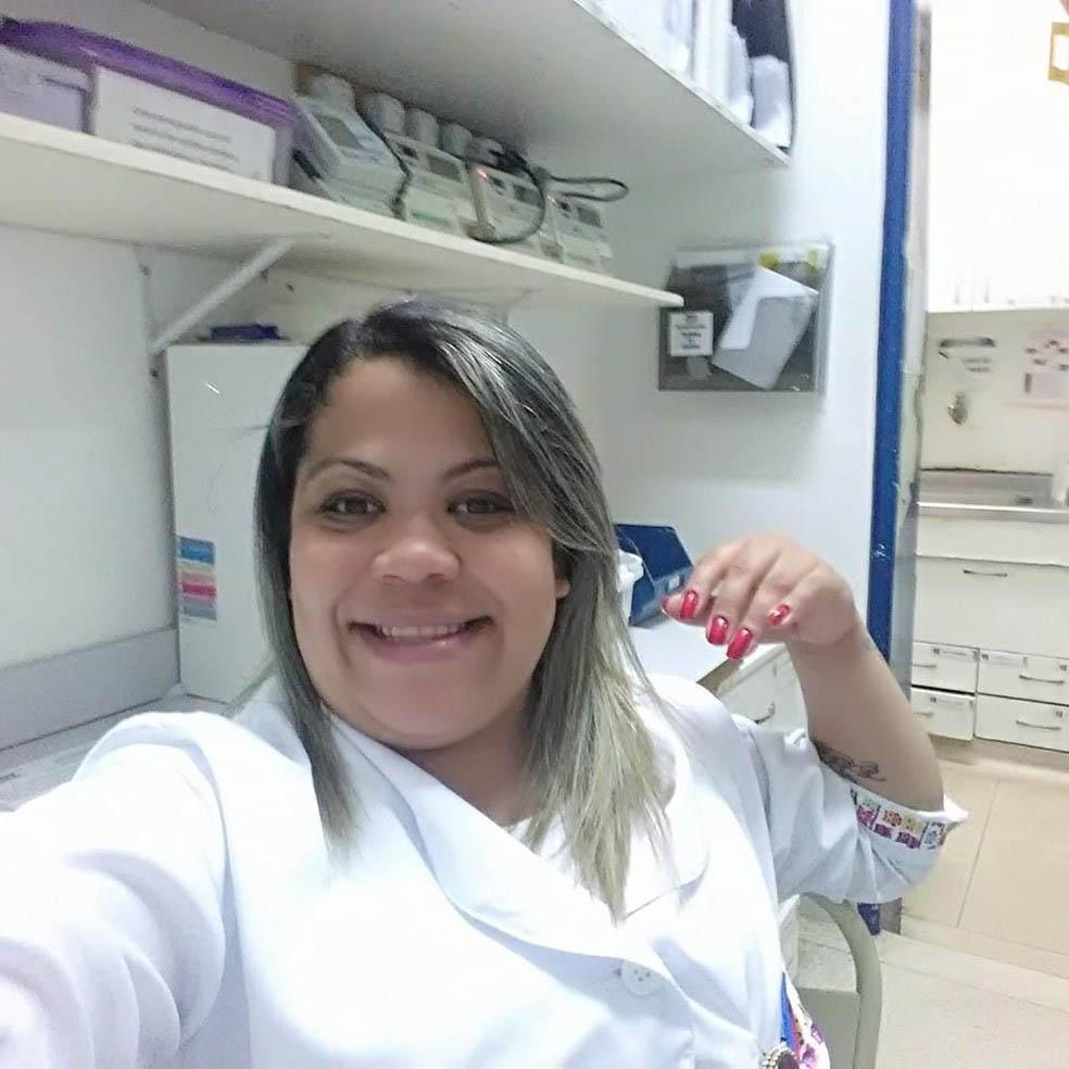 selfie enfermeira sorrindo hospital