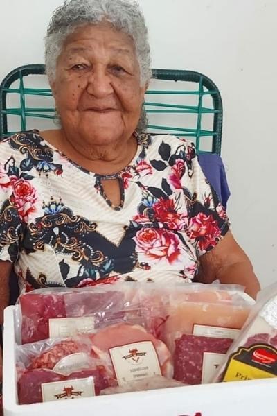 idosa 101 anos ganha kit de carnes