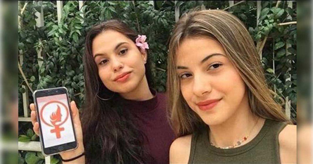 adolescente mostra aplicativo tela celular combate feminicídio