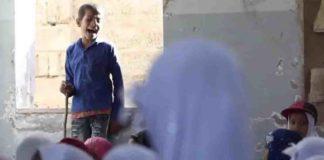 menino cego aulas escola destruída guerra Iêmen