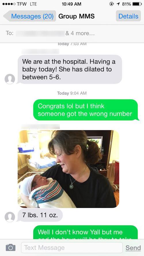 Print de SMS sobre nascimento de filho, com foto de mãe e bebê