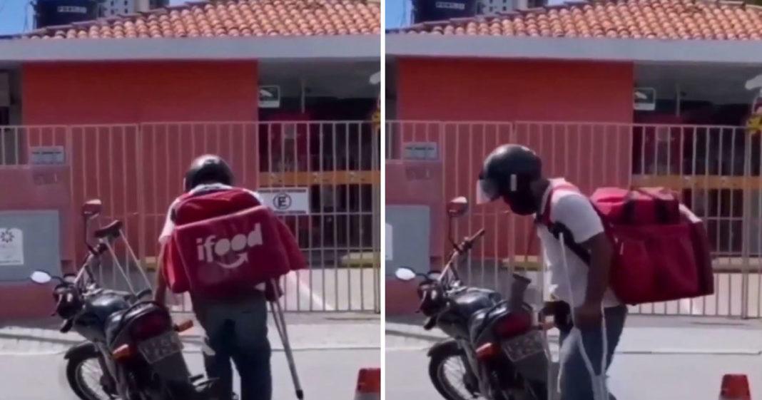Motoboy de muletas subindo em moto