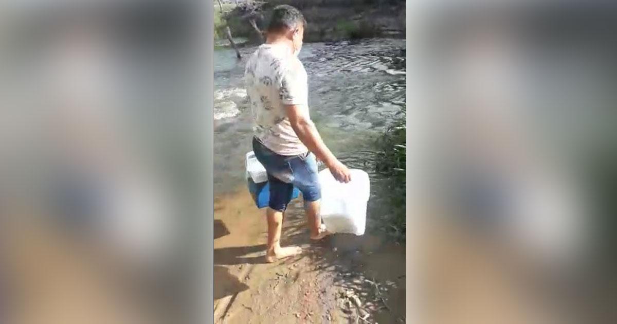 técnico de enfermagem atravessa rio vacinar idosa contra covid-19
