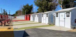 Vila de casas nos EUA para moradores de rua