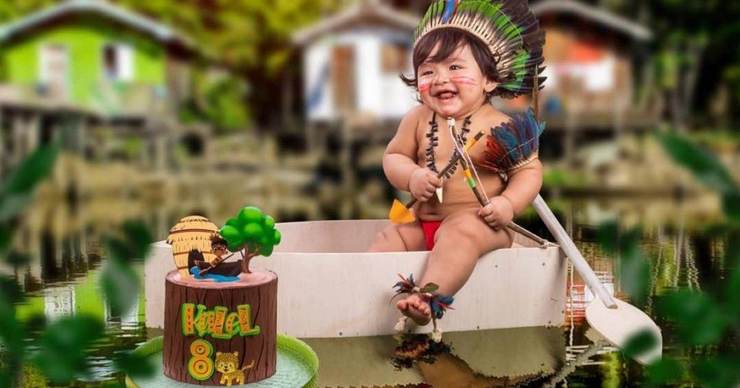 bebê fantasiado de índio
