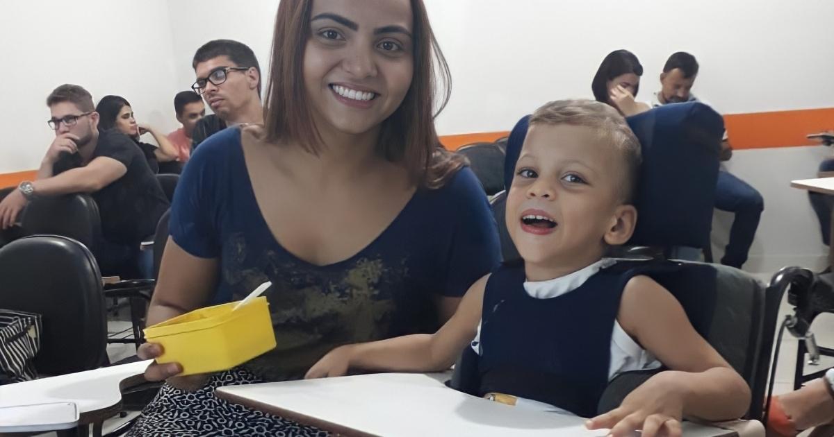 Mesmo com paralisia cerebral, Gerando frequentava as aulas com Thayná para não ficar sozinho em casa