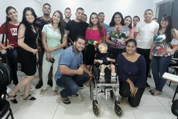 alunos foto sala de aula com garoto em cadeira de rodas