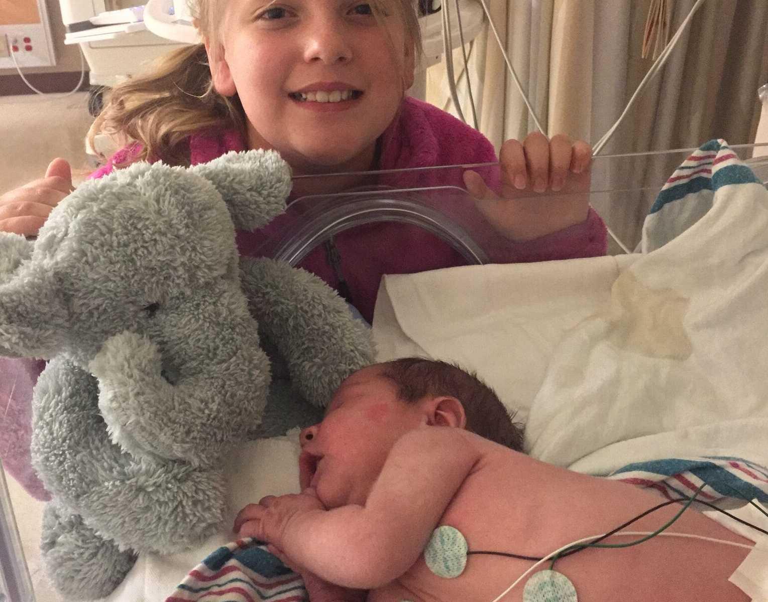irmã bebê uti neonatal elefante pelúcia
