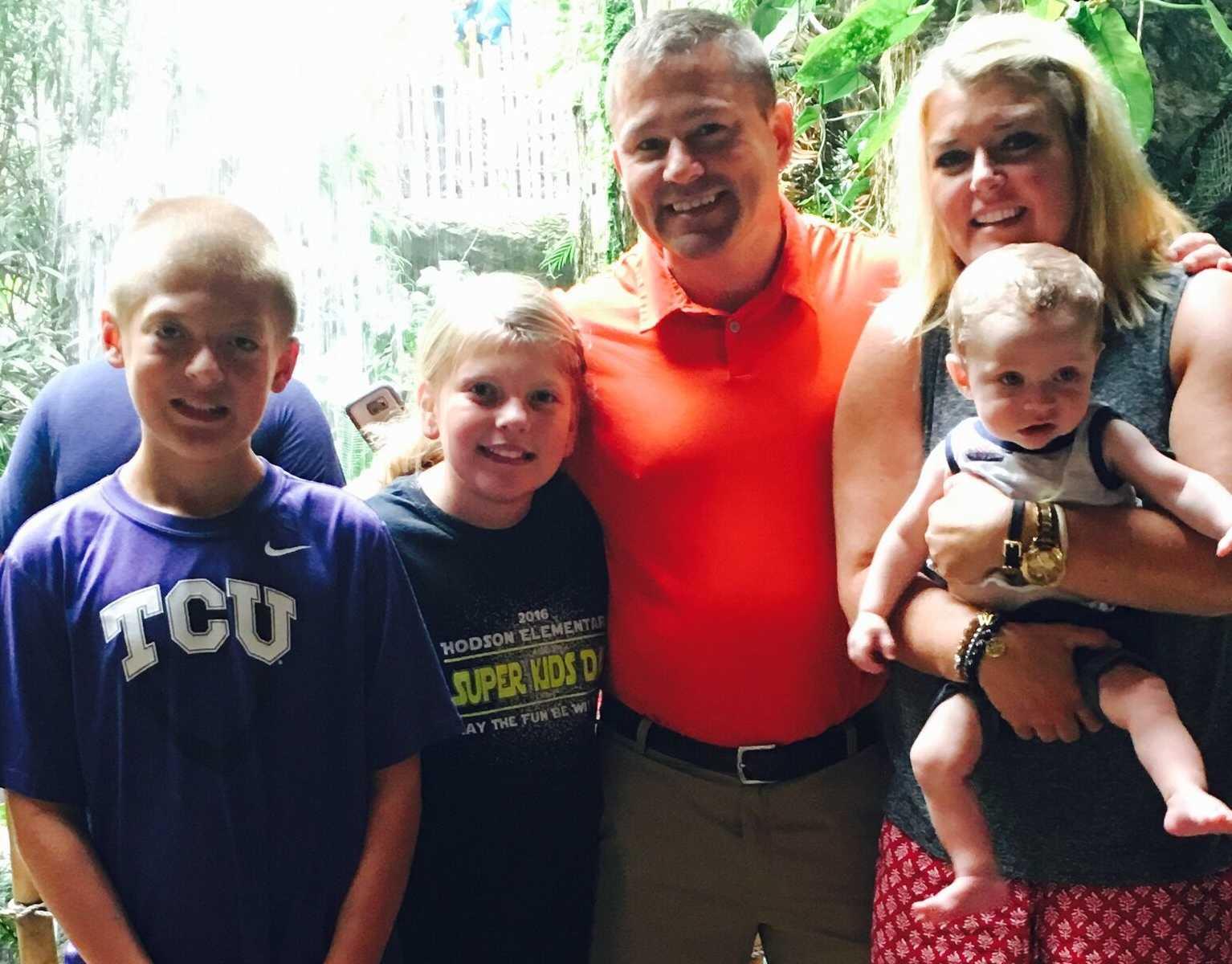 pais e filhos foto família sorrindo