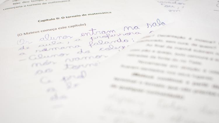 histórias escritas em papel