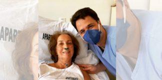 médico com ex-professora em maca hospital