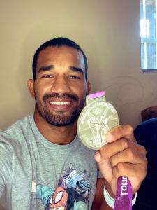 Esquiva Falcão com medalha de prata