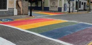 faixas de pedestres pintadas cores orgulho lgbt+