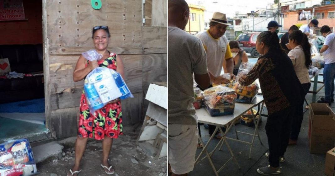 Pessoas recebendo cestas básicas