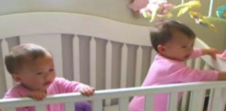 irmãs gêmeas berço