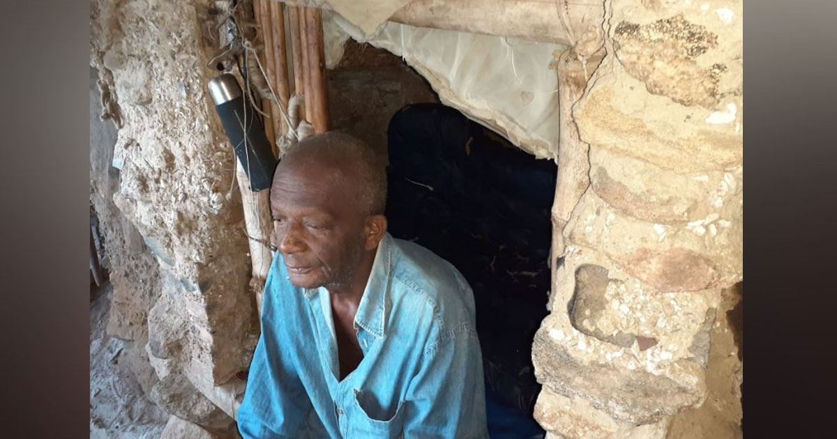 Homem morador de gruta no Rio