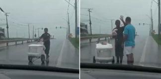 Vendedor de picolé trabalhando na chuva