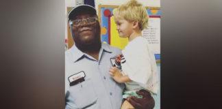 Zelador abraçado com criança autista